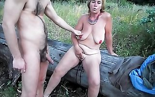 Whore Suzi masturbates headway a client