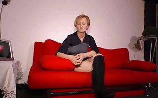 Tante Gerda auf der Besetzungs Couch, geht doch...