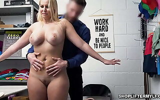 Obsolescent staff member Milf Vanessa Cage regrets stealing jewelry! Proper for her previous good standing, the office-holder allows her to negotiate for her freedom!